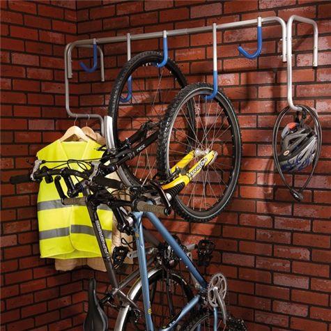 Ce support vélos mural permet d accrocher les vélos verticalement afin d optimiser  l espace. Idéal pour suspendre les vélos dans un local de résidence, ... 4f345d9b56cf