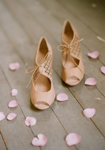 jazz nude heelsNude Shoes, Vintage Wedding, Wedding Shoes, Bridesmaid Shoes, Nude Heels, Vintage Shoes, New Shoes, Bridal Shoes, Rose Petals