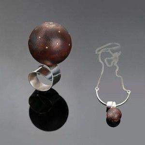 Pierścień i wisiorek w jednym, wykonany ze srebra próby 925 i miedzi od Sztuk Kilka