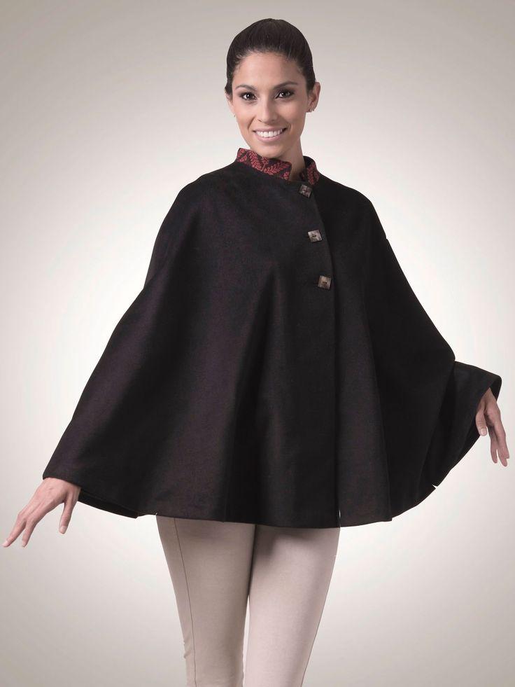 Capa de lana peinada y aguayo antiguo - Combed wool and antique aguayo cloak