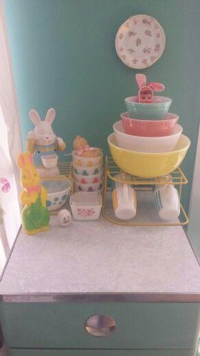Vintage  Easter display #pyrex #hazelatlas #vintageeaster