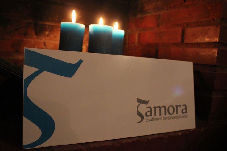 Illan pimeinäkin tunteina inspiroituu. Tamora Välimeren toimisto 2014 Malaga.