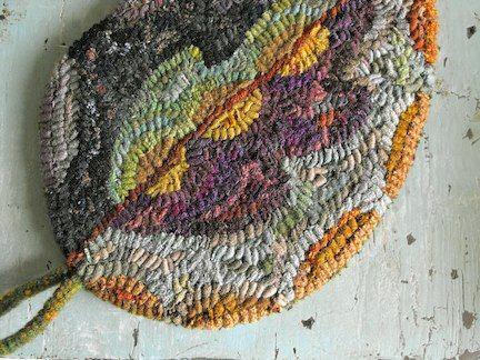 Free Little Leaf rug hooking pattern today