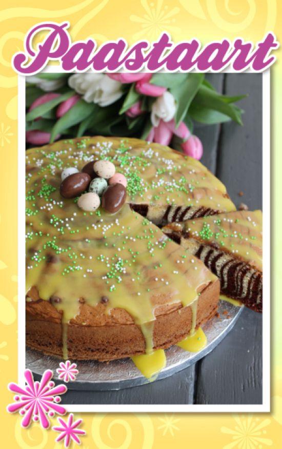 Een paastaart met twee kleuren beslag, #chocola en #vanille. Dit zorgt voor een leuke verrassing als je de taart aansnijdt. De paastaart versier je met geel glazuur en paaseitjes. #pasen #taart