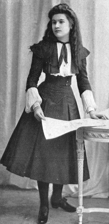Girls' dress, Les Modes May 1901.