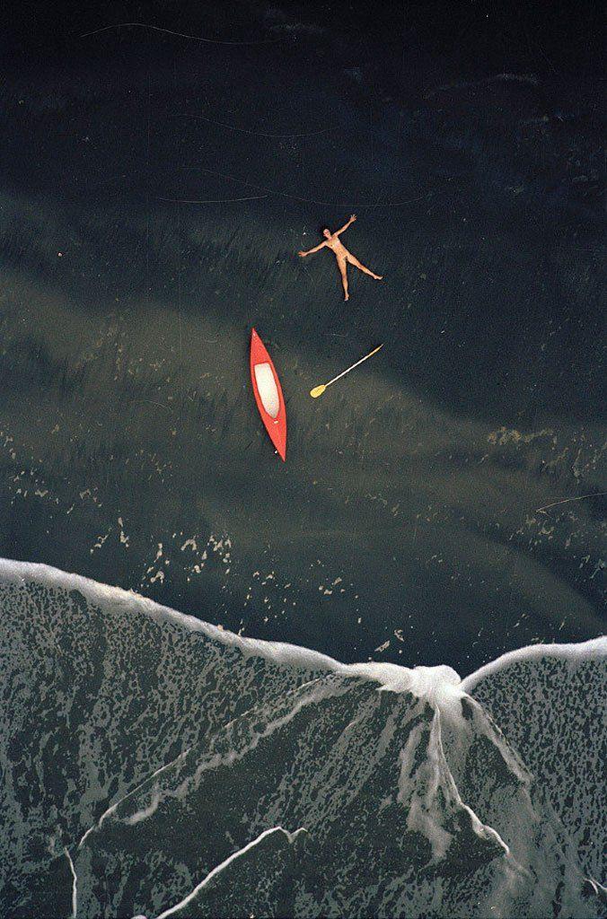 Il fotografo New Zelandese John Crawford, ha fuso, con il suo ultimo progetto dal titolo Aerial Nudes, la fotografia aerea di paesaggio e gli scatti di nudo. Il progetto, che sfrutta egregiamente i…