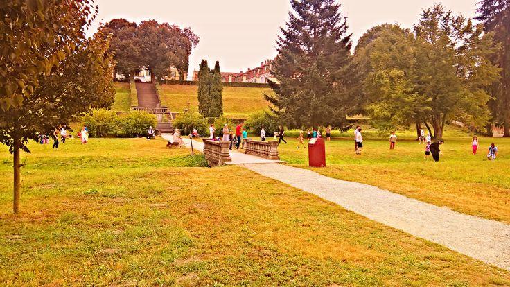 Parcul Palatului Brukenthal rasuna de glasuri vesele si voioase ale copiilor care se bucura de ultimele zile de vacanta.