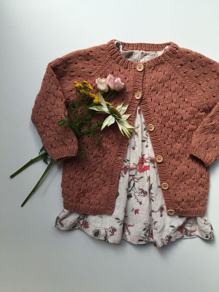 Annas Sommercardigan via PetiteKnit. Click on the image to see more!