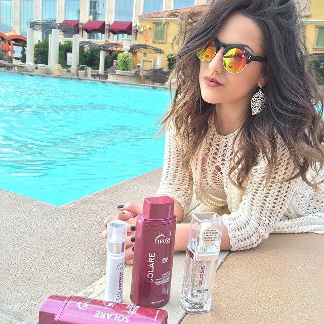 curtindo o calor de Vegas ☀️to aproveitando pra tomar sol, pular na piscina e tal, mas eu também me protejo!  descobri que existe proteção UV para cabelo... Quem aí já sabia? Bom, só sei que não desgrudo mais desse Hair Protector da @trusshair. ❤️ I <3 TRUSS #YOLOVEGAS #loucasportruss @grupoitbrazil