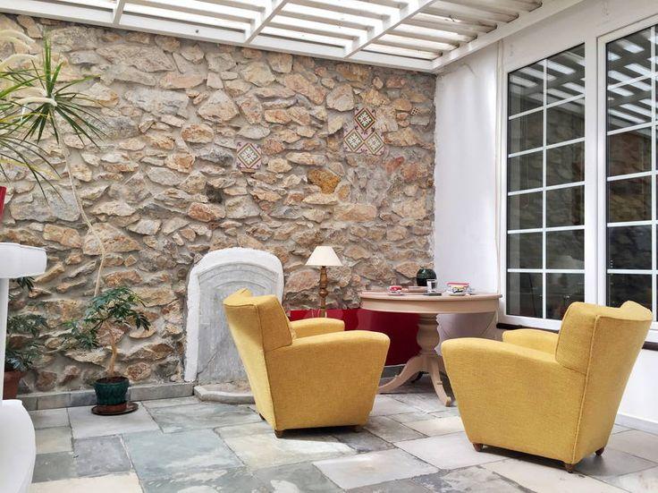 What a beautiful holiday rental listing in Airbnb! Artful & classy home in Kolonaki - Διαμερίσματα προς ενοικίαση στην/στο Athina