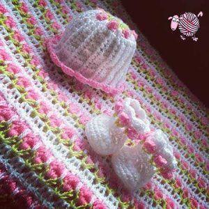 New baby girl on the way? Hook up a pair of Crochet Little Miss Flower Booties. http://dearestdebi.com/crochet-little-miss-flower-booties