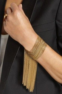 Obsessing over this gold-tone chain bracelet