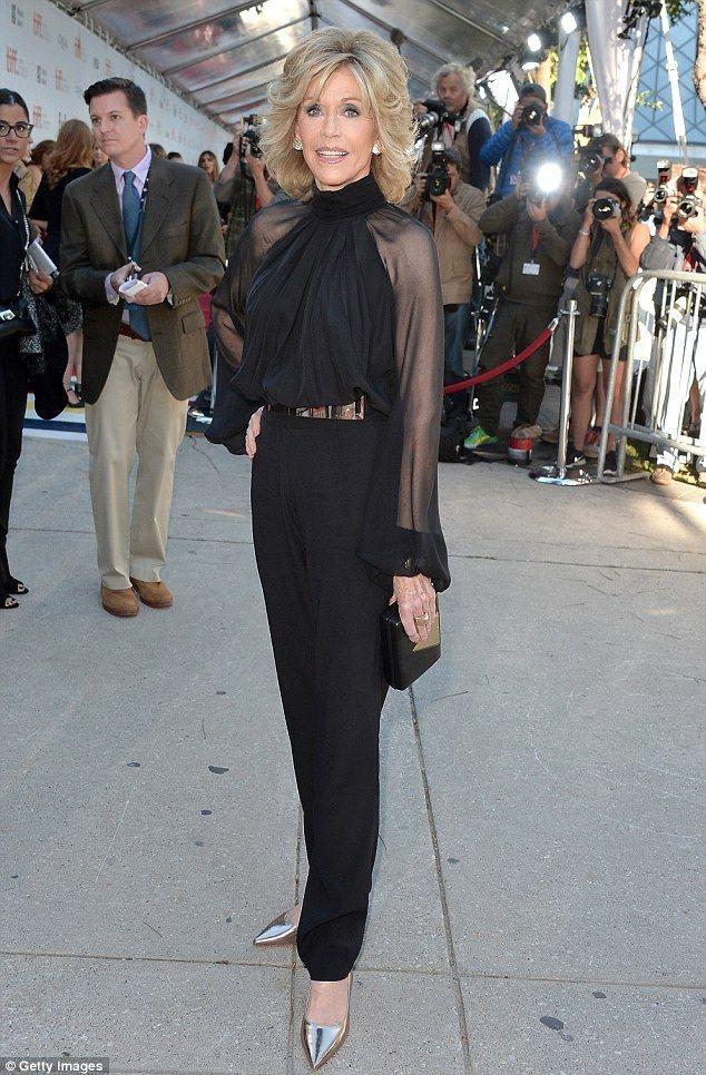 Hoje vou falar sobre o estilo da atriz e ex-modelo Jane Fonda! Com 78 anos, ela é um ótimo exemplo de elegância em qualquer ocasião, desde eventos do...