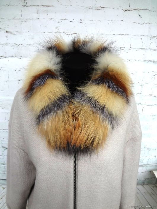 Real fur on hood 65 sm    the edge on the hood of a red Fox