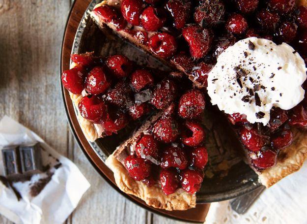 Chocolate Mascarpone Raspberry Pie | 15 Best Pie Recipes For Christmas and Holiday Season http://homemaderecipes.com/course/desserts/best-pie-recipes/