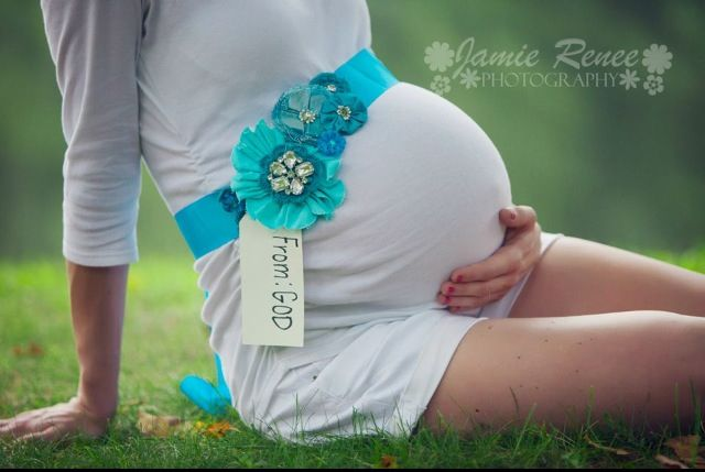 Custom made blue maternity sash. Belly band. Maternity photo ideas. Pregnancy pose. Gender reveal. Jamie Renee Photography