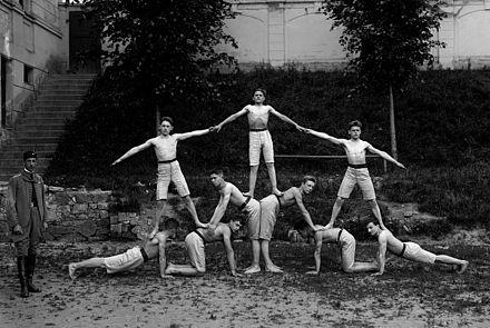 Human pyramid - Wikipedia, the free encyclopedia