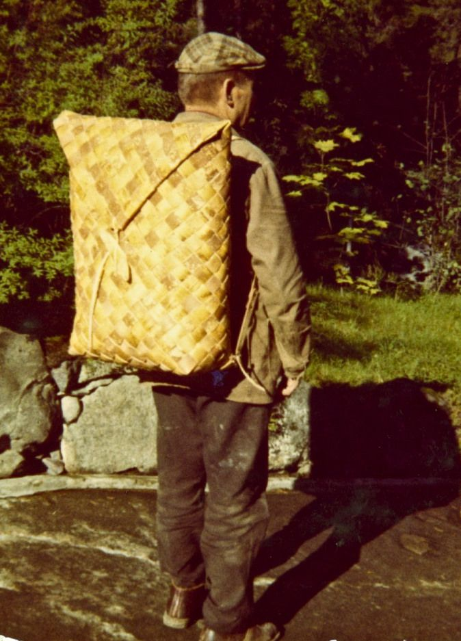 Tuohikontti, birch bark backpack.