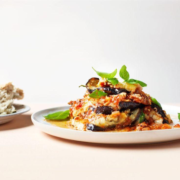 Parmigiana di melanzane - aubergine, tomaat met buffelmozzarella