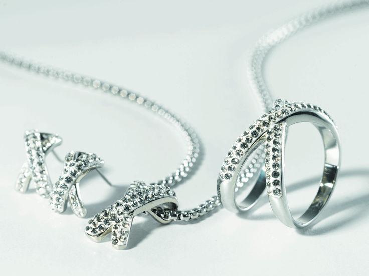 Naast de vele unieke Victoria juwelen zoals ringen, armbanden, oorringen en halskettingen, kan je ook binnen de collectie heel wat prachtige sets terugvinden. Je hebt de keuze uit heel wat unieke sets bestaande uit halsketting, ring en oorringen of een armband met bijpassende oorbellen en ring.