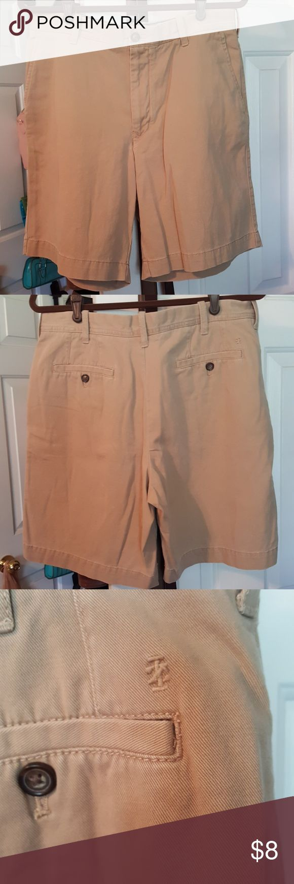Men's khaki shorts,  sz 34. These Izod shorts are in great condition.  Size 34, 34 100% cotton, ready to be lived in. Navy gingham detail on inside of waist. Izod Shorts Flat Front