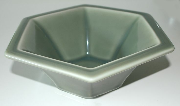 six sided bowl in porcelain with celadon made at Royal Copenhagen in 1937. W: 22. H: 9 cm.