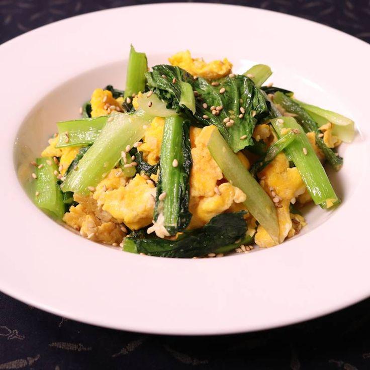 「シンプル!小松菜と卵の中華炒め」の作り方を簡単で分かりやすい料理動画で紹介しています。シンプルですが鉄板の中華です。あれよあれよとご飯が進み、簡単なのにお箸が止まらなくなります。中華料理はなかなか難しくて苦手と言う方でも、これなら問題なく作れますので、チャレンジしてみてはいかでしょうか。