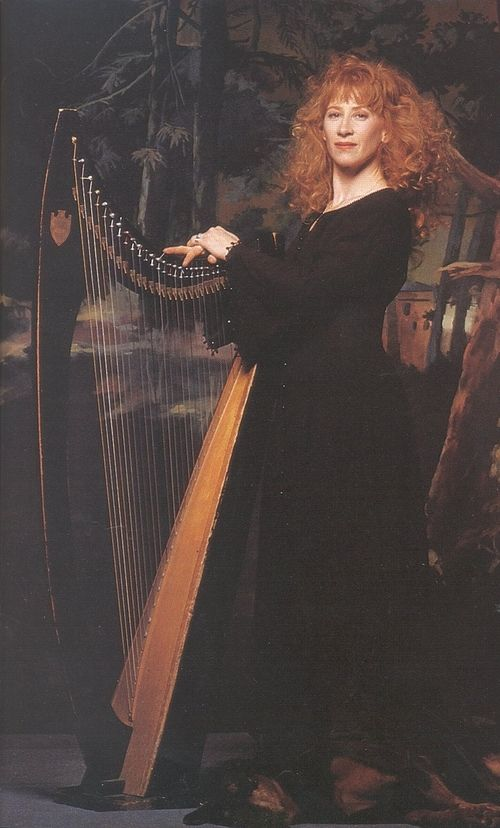 voiceofnature:    Loreena Mckennitt <3 I have several of her pieces to learn on the harp and sing.