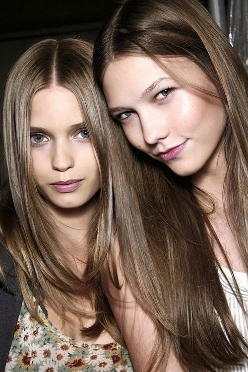 Abby Lee Kershaw and Karlie Kloss au natural