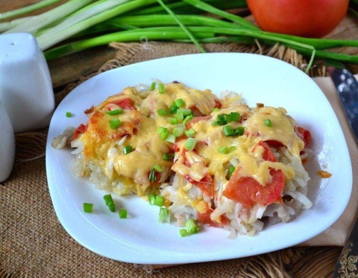 Мясо под шубой   Ингредиенты:   Свинина — 500 г Картофель — 3-4 шт. Помидор — 1 шт. Лук репчатый — 2-3 шт. Сыр твердый — 150 г Соль — по вкусу Перец — по вкусу  Приготовление:   1. Подготовьте все необходимые ингредиенты. Картофель и лук очистите, мясо порежьте на пластины толщиной 1 см и отбейте с двух сторон. Картофель натрите на терке. Лук нарежьте полукольцами. Помидор нарежьте кружочками или полукружочками. 2. На дно жаропрочной формы для запекания выложите мясо в один слой, посолите и…