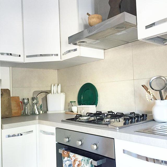 HOME| In cerca di ispirazioni per il prossimo post. Resta connessa e scoprirai di che si tratta! #home #nordic #vintage #cucina #kitchen #neutralshades #naturalcolors #palette #styling #kitchenstyling #blogger #interiors #interni