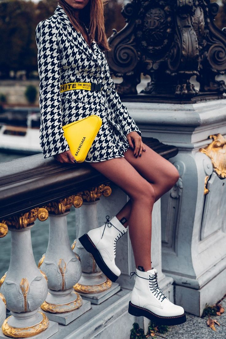 suit, houndstooth print, accessories, pop of color, yellow, yellow bag, white bo… – Cango.site