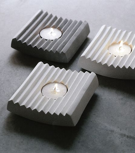 Lumina, article number: SFI0005. Lumina is a candle holder in concrete. Available in gray or white. Design Stina Lindholm. Width 110 mm, length 110 mm, height 30 mm, weight 0.5 kg. Gray and white. Price €38