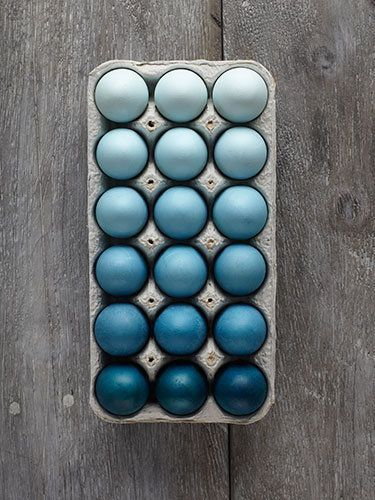 Blue ombre Easter eggs. Personally, we think you should do this any time of the year, even if it's not Easter.
