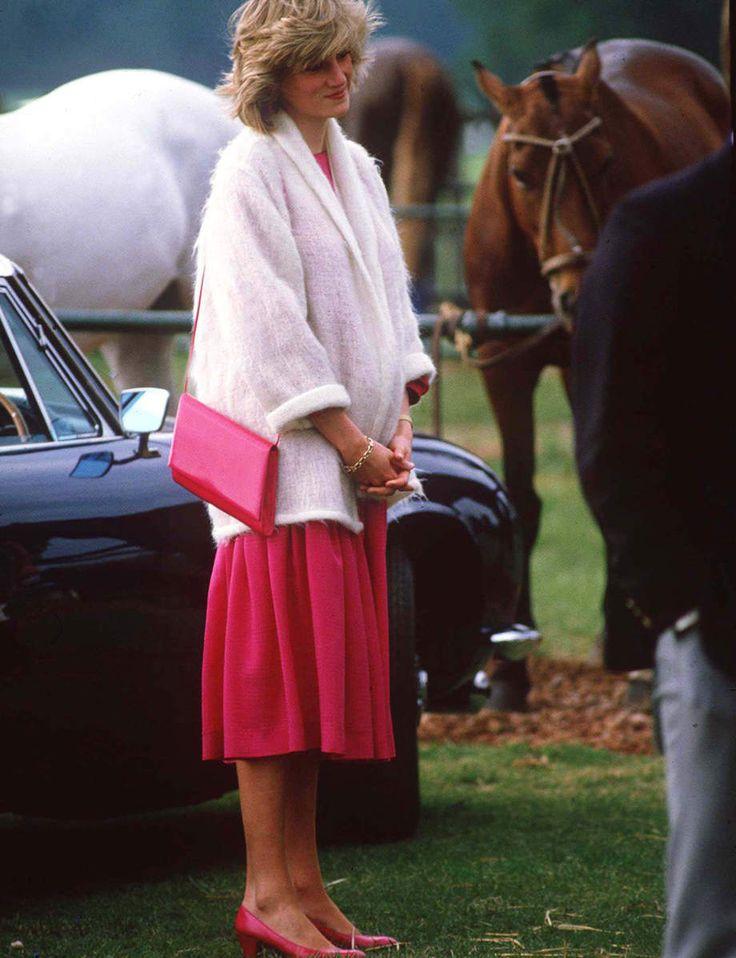 La « princesse des cœurs » était aussi une princesse fashion. De ses premières apparitions timides à l'aube des années 1980 jusqu'à sa surexposition médiatique tragique, retour sur ses looks les plus iconiques.
