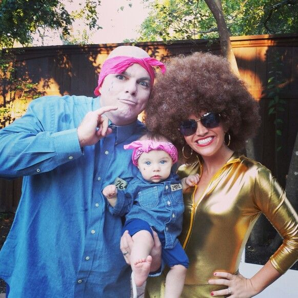 Funny Family halloween costumes. Dr. Evil, Mini me, and Foxy Brown. Austin Powers costumes