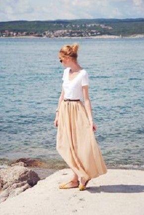 海風になびいて綺麗なシルエット♡おすすめの人気モテ ロングスカートのトレンド一覧です♡