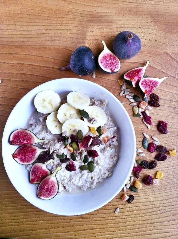 Overnight Bircher Muesli with figs, banana, coconut, cinnamon, mixed berries and seeds / Wholesome Foodie <3