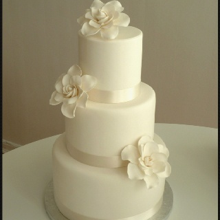 elegant but simple wedding cakes simple yet wedding cake cakes 13958