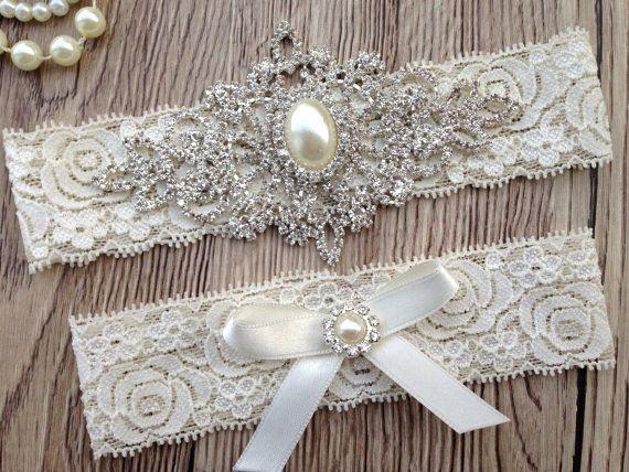 Ensemble de jarretière de mariage magnifique personnalisable, orné de perles de strass cristal brillant de haute qualité et Ivoire arc. Parfait