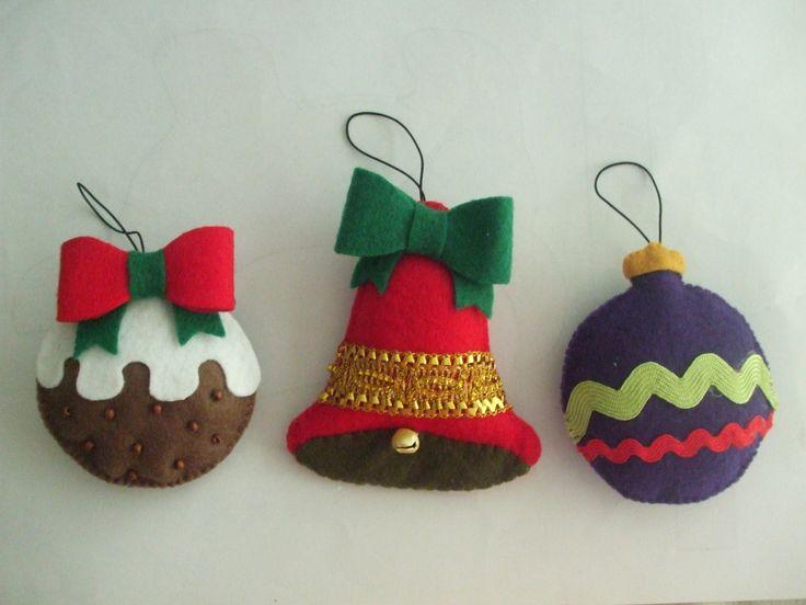 Enfeites de Natal confeccionados em feltro. Sino e bolas. <br> <br>Preço individual. <br>Detalhes e cores podem ser alterados conforme interesse do cliente.