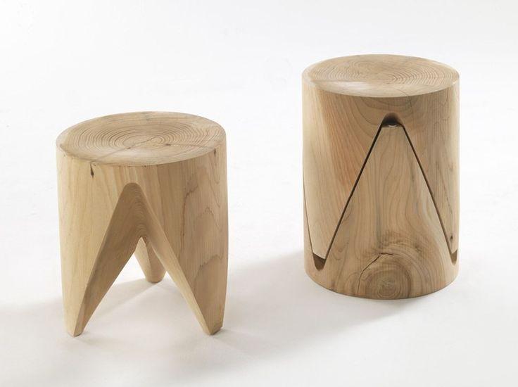 Banqueta baixa empilhável de madeira maciça ZIG + ZAG Coleção J+i by Riva 1920 | design Sakura Adachi
