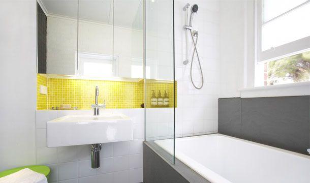 Die besten 25 yellow bathrooms inspiration ideen auf for Bathroom designs reece