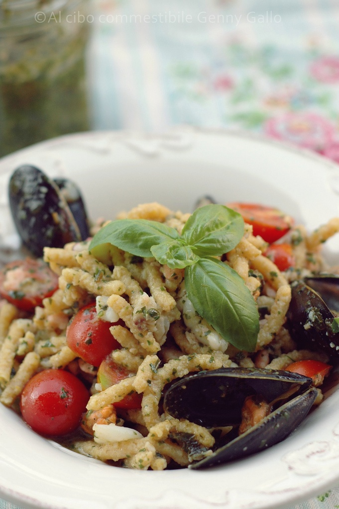 Pasta with Mussels, Cherry Tomatoes and Basil Pesto