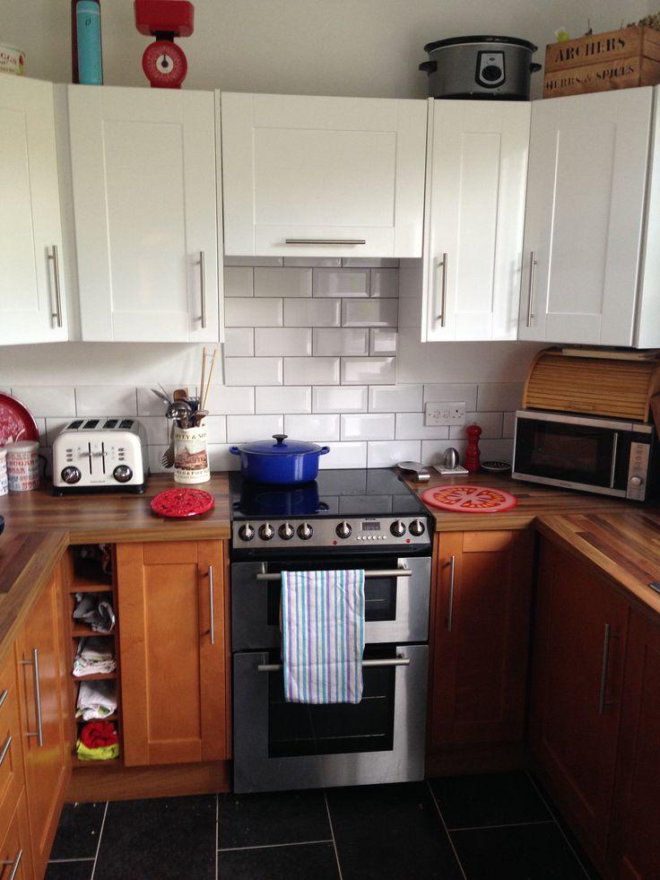 Funky kitchen! Light top & dark bottoms
