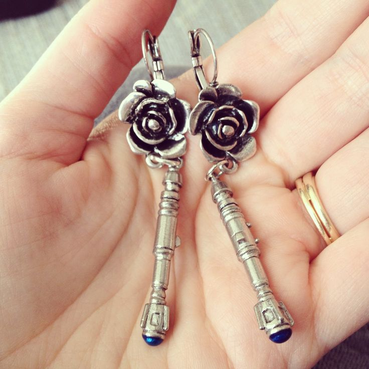 Guys. It's a sonic screwdriver... with a rose. WITH A ROSE. Okay I'm crying now!