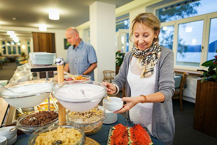 ubytování u Máchova jezera www.hotelport.cz  PANORAMA RESTAURANT nabízí bohaté snídaně a večeře formou bufetu a vedle uspokojení chuťových buněk i nádherný výhled na Máchovo jezero, to buď přímo z restaurace nebo z TERASY.  Více informací naleznete zde: http://www.hotelport.cz/restaurant/