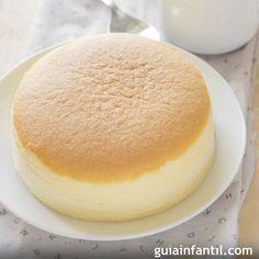 Pastel hecho con 3 ingredientes: huevo, chocolate blanco y queso crema