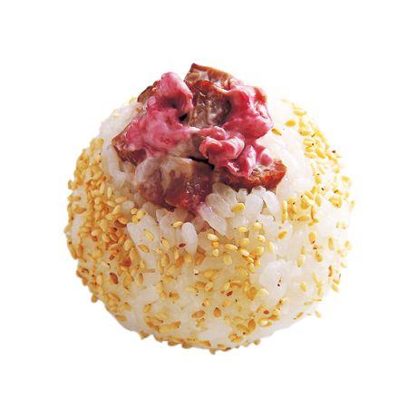 あと引く味です。ピンクがかわいい「梅マヨチャーシューボール」のレシピです。プロの料理家・藤井恵さんによる、焼き豚、梅干し、ご飯、ご飯(普通盛り)などを使った、219Kcalの料理レシピです。