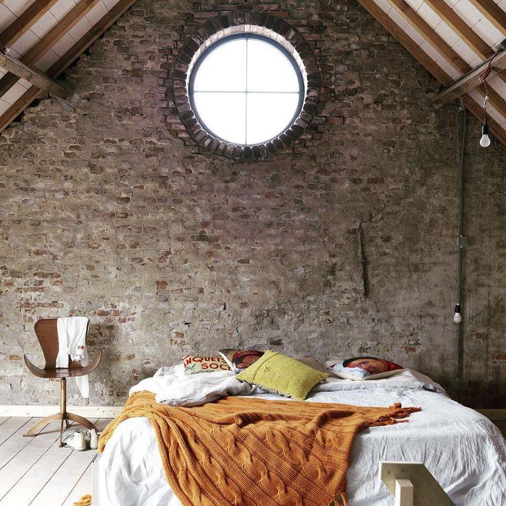 """""""God morgen!☀️ Tenk å våkne opp her da! Gården til Mijke og Jan ser du mer av i kk Living foto: idecorrimages #barn #interiordesign #bedroom #soverom #gård"""""""